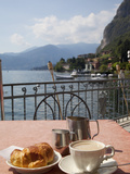 Town and Lakeside Cafe  Menaggio  Lake Como  Lombardy  Italian Lakes  Italy  Europe