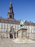 Christiansborg Palace and Statue  Copenhagen  Denmark  Scandinavia  Europe