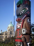 Totem Pole and Parliament Building  Victoria  Vancouver Island  British Columbia  Canada  North Ame