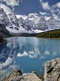 Moraine Lake in the Fall with Fresh Snow  Banff National Park  UNESCO World Heritage Site  Alberta 