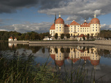 Baroque Moritzburg Castle and Reflections in Lake  Mortizburg  Sachsen  Germany  Europe
