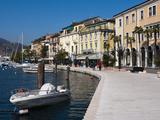 Lungolago Zanardelli  Salo  Lake Garda  Lombardy  Italian Lakes  Italy  Europe