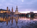 River Elbe  Skyline with Bruhlsche Terrasse  Hofkirche and Semper Opera  Dresden  Saxony  Germany