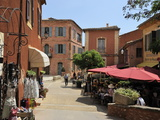 Street Scene in the Ochre Coloured Town of Roussillon  Parc Naturel Regional Du Luberon  Vaucluse