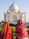 Women in Colourful Saris at the Taj Mahal  UNESCO World Heritage Site  Agra  Uttar Pradesh State  I