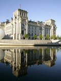 River Spree at Government District  Reichstag  Berlin  Germany  Europe