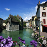 Canal and Palais De L`Ile  Annecy  Lake Annecy  Rhone Alpes  France  Europe