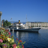 Paddle Steamer Beside the Prom Du Lac  Geneva  Lake Geneva (Lac Leman)  Switzerland  Europe
