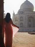 Woman in Sari at Taj Mahal  Agra  Uttar Pradesh  India (Mr)