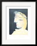 Femme a la Robe  Blanche Couronee de Fleurs
