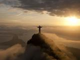 Statue de Jésus, connue sous le nom de Cristo Redentor (Le Christ Rédempteur), mont du Corcovado, Rio De Janeiro, Brésil  Papier Photo par Peter Adams