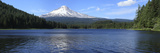 Lake with Mountain in the Background  Trillium Lake  Mt Hood  Oregon  USA