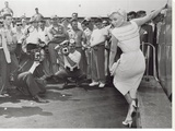 Marilyn Monroe Posing Tableau sur toile par Dan Mcelleney