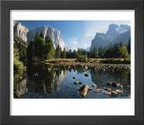 Valley View of El Capitan  Cathedral Rock  Merced River in Yosemite National Park  California  USA