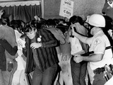 Chicago Police Officer Uses Pressure Can to Squirts Mace at Anti-Vietnam War Demonstrators