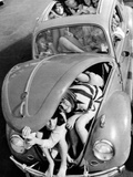 31 Teenagers Stuffed into a Volkswagen Beetle