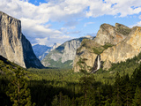 Classic Tunnel-View  Bridalveil Falls  El Capitan and Half Dome  Yosemite  California  USA