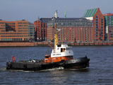 Tugboat on River Elbe  Hamburg Harbour  Germany  Europe