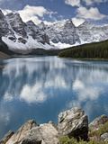 Moraine Lake in Fall with Fresh Snow  Banff Nat'l Park  UNESCO World Heritage Site  Alberta  Canada