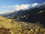 Manang Village and Annapurna Himalayan Range  Marsyangdi River Valley  Gandaki  Nepal