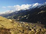 Manang Village and Annapurna Himalayan Range  Marsyangdi River Valley  Gandaki  Nepal