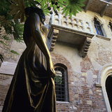Juliet's Balcony and Statue  Verona  UNESCO World Heritage Site  Veneto  Italy  Europe