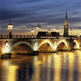 River Garonne and Pont de Pierre at Dusk  Bordeaux  Aquitaine  France  Europe