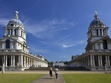 Visitors Enjoy Sunshine  Old Royal Naval College  UNESCO World Heritage Site  London  England