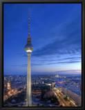 La tour de la télévision sur la place Alexandre et vue sur Berlin, Allemagne - Alexanderplatz, Fernsehturm Tableau sur toile encadré par Michele Falzone
