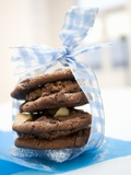 Macadamia-Chocolate Cookies Filled with Chocolate Mousse