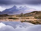 The Cuillins Reflected in the Lochan, Sligachan, Isle of Skye, Scotland, UK Papier Photo par Nadia Isakova
