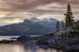 Alpine Lake Morning Papier Photo par Vincent James