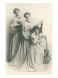 Old Fashioned Female Guitar Trio