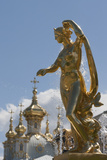 Golden Statue and Fountains of the Grand Cascade at Peterhof Palace  St Petersburg  Russia  Europe