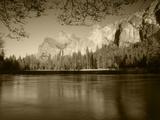 Bridalveil Fall with Cathedral Rocks  Yosemite National Park  California  USA