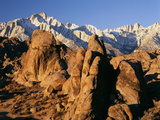 Rock Formations of the Alabama Hills  Eastern Sierra Range  California  USA