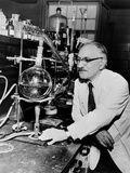 Dr Selman Waksman  Discovery of Streptomycin to Treat Tuberculosis  1953