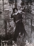 Calamity Jane at the Grave of Buffalo Bill in 1900