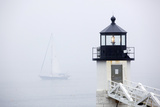 A Sailboat Passing Marshall Point Lighthouse in Port Clyde, Maine Reproduction d'art par John Burcham