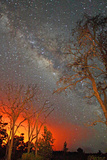 The Milky Way Shines As the Glow of Lava Light Reflects in the Sky Papier Photo par Steve And Donna O'Meara