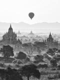 Bagan at Sunrise, Mandalay, Burma (Myanmar) Papier Photo par Nadia Isakova