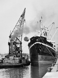Glasgow's River  Loading on the Clyde for Africa  1955