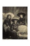 Foto Ak Prinzessin Antonia Von Luxemburg Hilda  Drei Junge Frauen  Modische Hüte