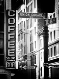 Coffee Shop Bar Sign, Union Square, Manhattan, New York, US, Old Black and White Photography Papier Photo par Philippe Hugonnard