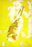 Flasche auf gelbem Hintergrund