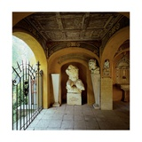 Portico del Parente with sculptures  c 1921-1923 The Vittoriale  Brescia  Italy