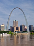 The St Louis Arch from the Mississippi River  Missouri  USA