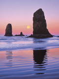 The Needles Rock Monoliths at Sunrise  Cannon Beach  Oregon  USA