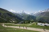 Runners in the Zermatt Marathon and the Matterhorn  Valais  Swiss Alps  Switzerland  Europe
