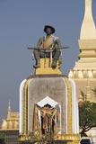 Statue of King Setthathirat  Pha Tat Luang  Vientiane  Laos